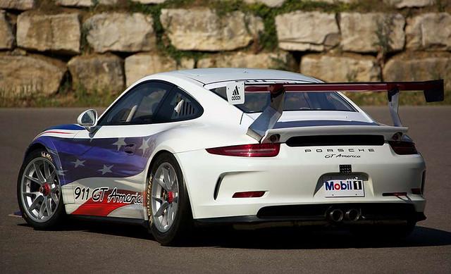 Porsche-911-GT-America-1