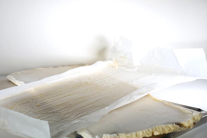 12_выпеченный-сухой-корж-с-бумагой_DSC05716