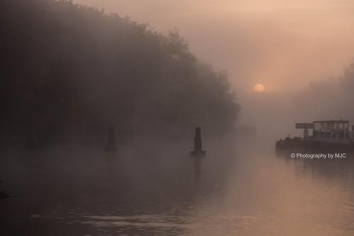 autumn mist sunrise riverthames abingdon