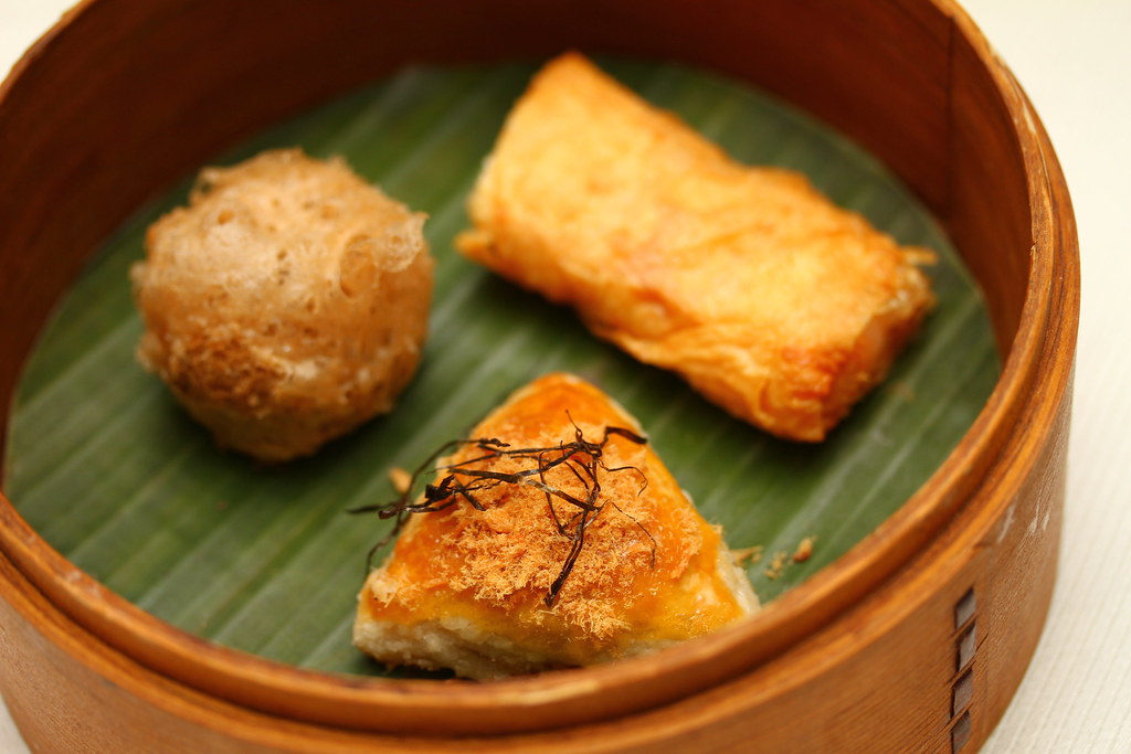 Dim Sum High Tea at Cassia, Capella Singapore: Baked Black Pepper Beef Pastry (黑椒牛粒酥), Deep-fried Vietnamese Rice Roll with Chilean Sea Bass, Celery, Bacon and Seaweed (蝉衣脆鱼卷) & Deep-fried Beancurd Roll with Goose Liver (鹅肝付皮卷)
