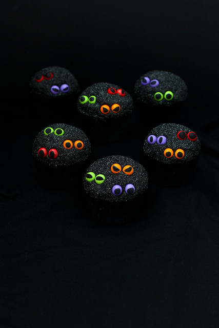 Who's There?  Spooky Eyeball Cupcakes