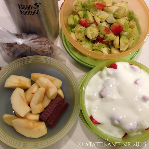 Stattkantine 05. Dezember 2013 - Rosenkohlsalat, Erdbeer-Joghurt, Apfel