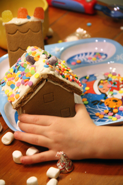 Aut-hand-holding-her-house