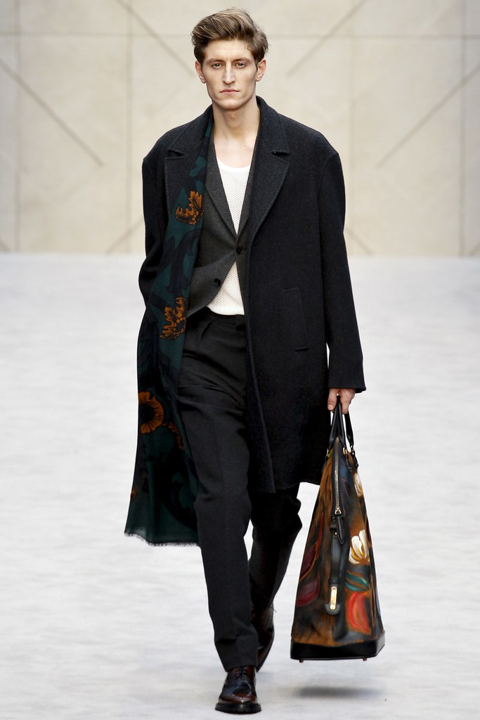 FW14 London Burberry Prorsum023_Chris Beek(VOGUE)