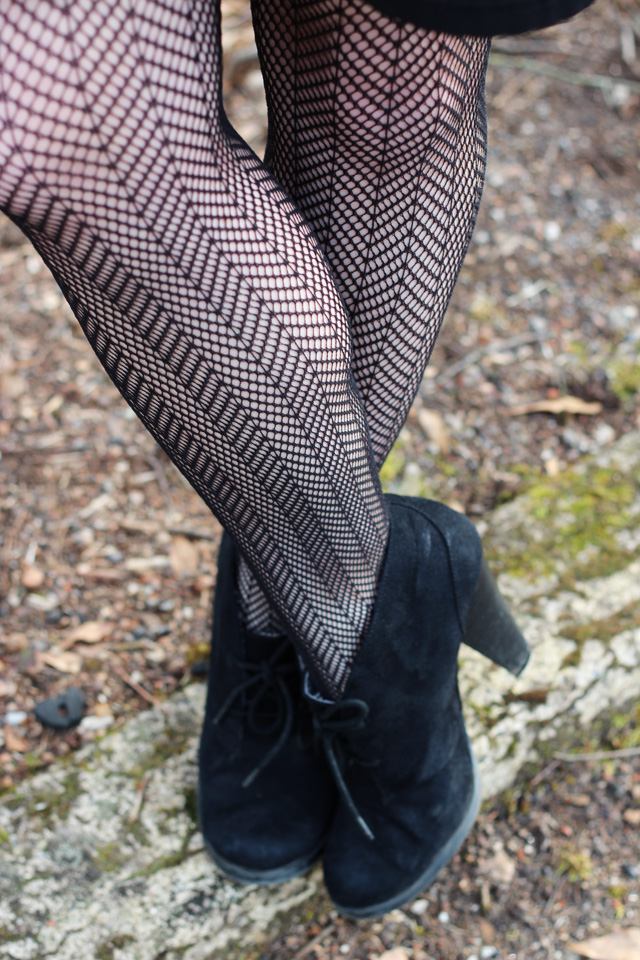 herringbone fishnet tights and black ankle boots