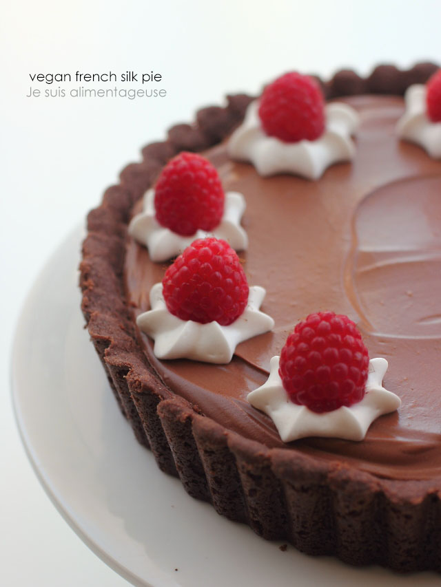 Vegan French Silk Pie. Such delicious. Wow raspberries. Much chocolate. | Je suis alimentagese | #vegan #pie #piday