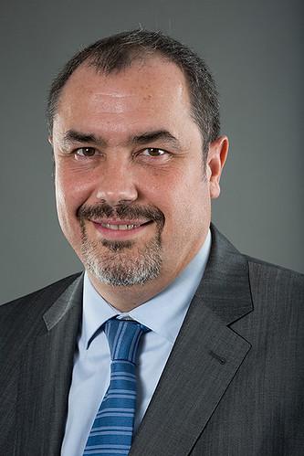 Альфонсо Вальдеррама - Главный управляющий подразделения