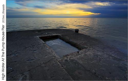 grimsby lakeontario dawn sunrise pier pumphouse rectangle opensource rawtherapee gimp nikon nikkor1224mm