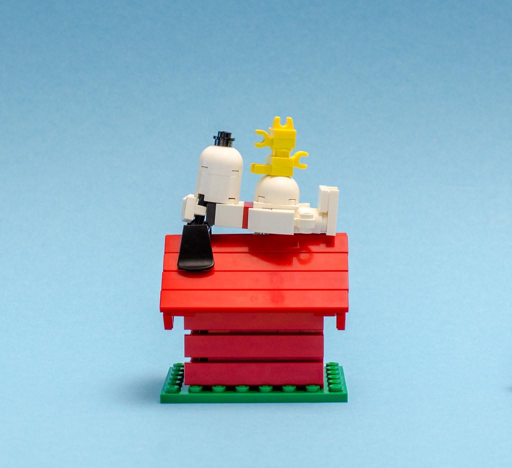 Snoopy & Woodstock (custom built Lego model)
