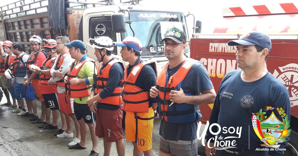 COE Cantonal Chone Trabaja en Rocafuerte ante emergencia por lluvia