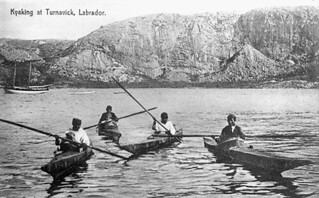 Four men kayaking, Turnavik, Labrador / Quatre hommes en kayak, Turnavik (Labrador)