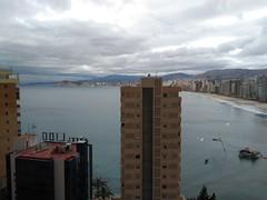 Maravillosas vistas al mar y a todo Benidorm. Pida más información en su agencia inmobiliaria Asegil de Benidorm  www.inmobiliariabenidorm.com