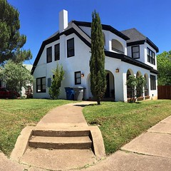 What a difference a chain link fence (or lack thereof) makes! Our #house is looking better every day! #home #rockwood #renovation #remodel #thisoldhouse #oakcliff #dallas