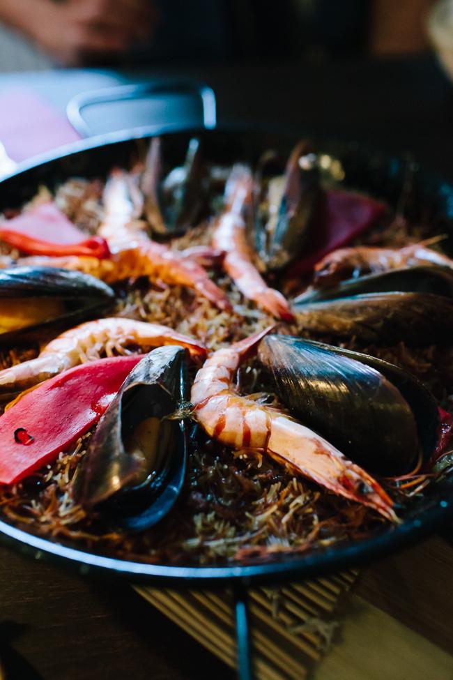 Feliu restaurant Seafood fideuà