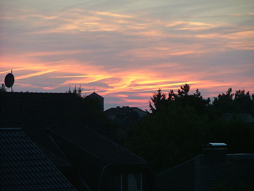 20130721_WEB_Sonnenuntergang_Kondensstreifen
