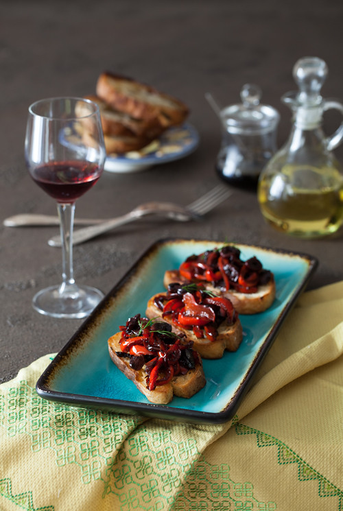 Red Pepper Olives Crostini 3