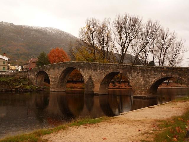 Puente románico de Navaluenga