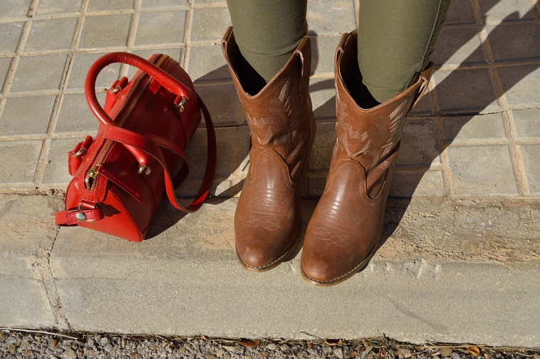 lara-vazquez-madlula-blog-fahion-cowboy-boots-red-bag