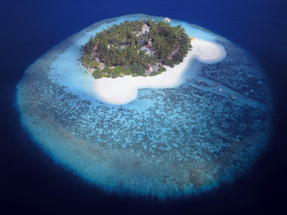 Island in the Maldives. Source: travels.tl