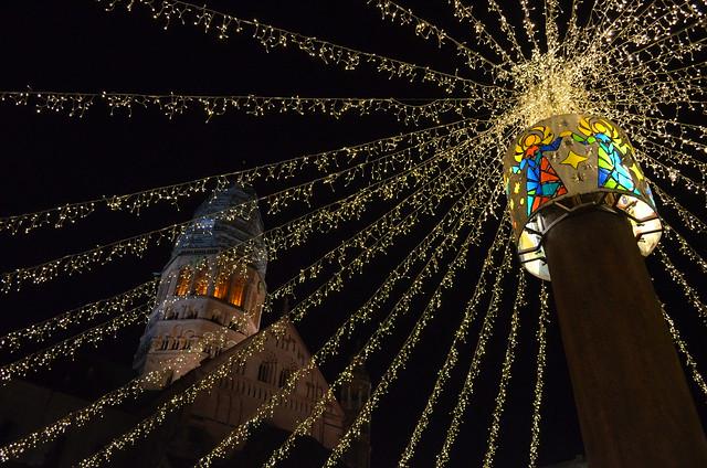 Mainz Weihnachtsmarkt light and Mainzer Dom cathedral