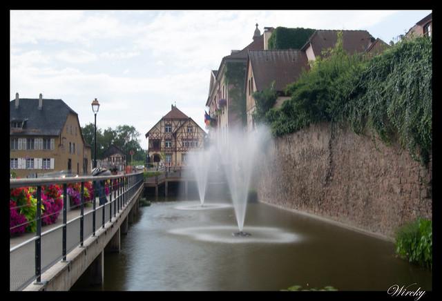 Ruta de 14 días por la Selva Negra y Alsacia - Fuente en río Sambach de Riquewihr