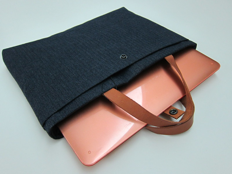 Fabrix Laptop Carrier Bag - With MacBook Air