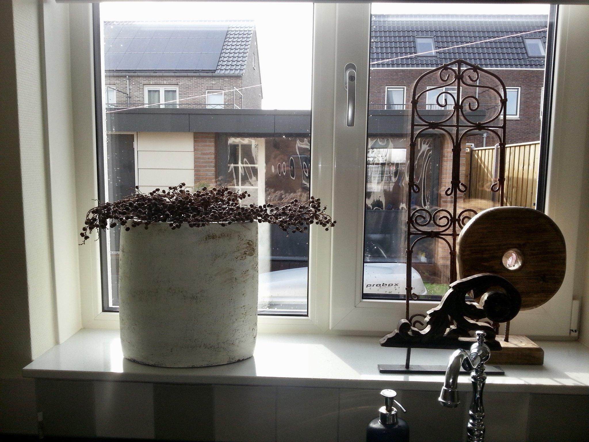 Binnenkijken bij dina de wemelaer for Decoratie vensterbank keuken