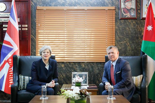 جلالة الملك عبدالله الثاني يلتقي رئيسة الوزراء البريطانية، تيريزا ماي