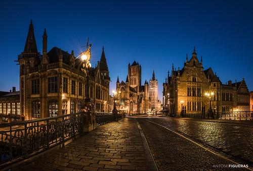 gent belgium flanders sunrise bluehour europe bridge streetlights sintniklaaskerk belfry ghent