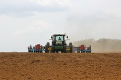 asphalt(0.0), crop(0.0), bulldozer(0.0), agriculture(1.0), sowing(1.0), field(1.0), soil(1.0), sand(1.0), vehicle(1.0), plain(1.0), construction equipment(1.0),