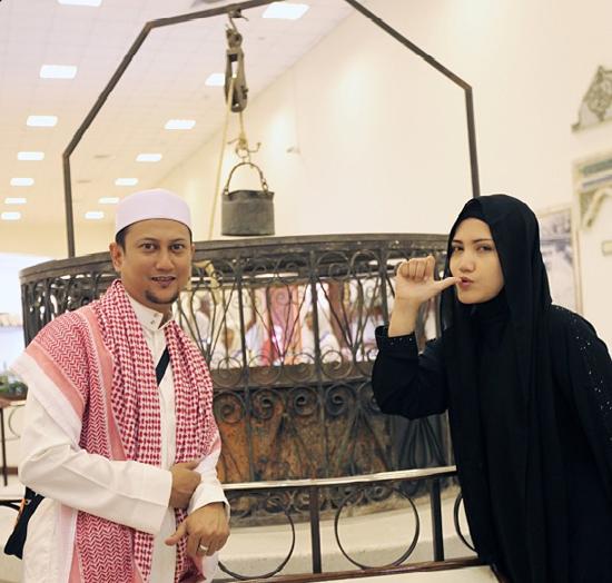 8875817031 ff9623635b o Gambar Comel Elyana & Suami Ke Mekah Kerjakan Umrah