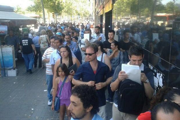 Cues a la vaga indefinida de 2 hores a la DGT de barcelona
