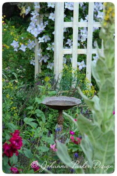 Summer-Garden-Birdbath