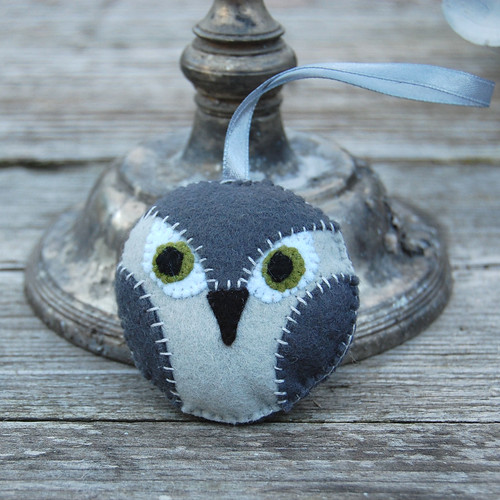 owl medallion grey