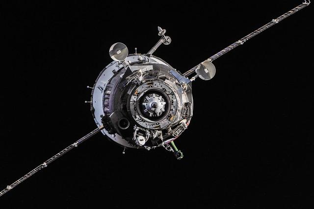 Soyuz TMA-10M Spacecraft Approaches, Nikon D3X, AF-S VR Nikkor 600mm f/4G ED