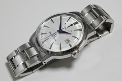 hand(0.0), mineral(0.0), strap(0.0), watch(1.0), metal(1.0),