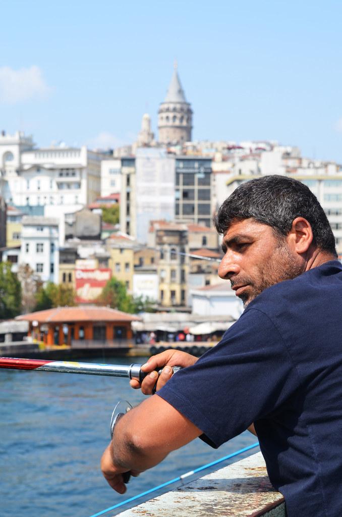 Pescador en el puente de Galata