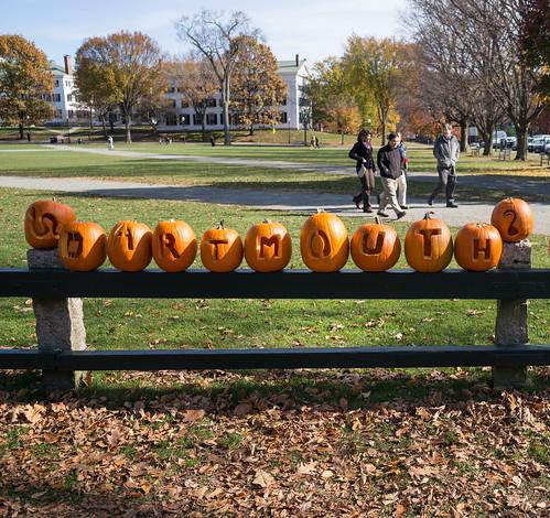 fall halloween campus dartmouth thegreen seniorfence