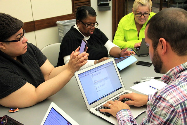 Hoy Managing Editor Fernando Diaz working with  CUTGroup members - CUTGroup #5 - Eatsafe.co - Hall Library