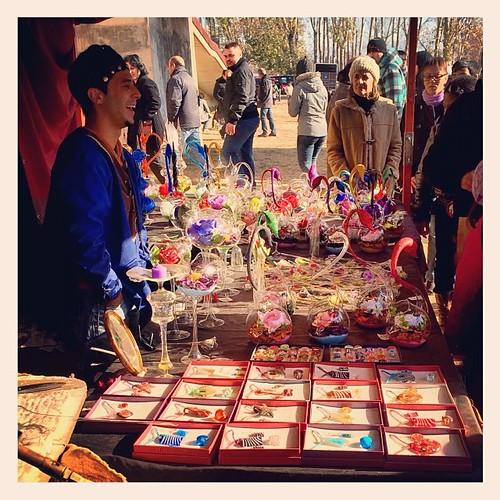 Artistas en la #firamedieval #vic esté hacia bellezas mágicas con el cristal! Y también con su actitud! Un encanto!