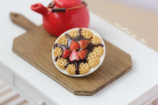 Miniature Waffle Brooch - Chocolate & Strawberries