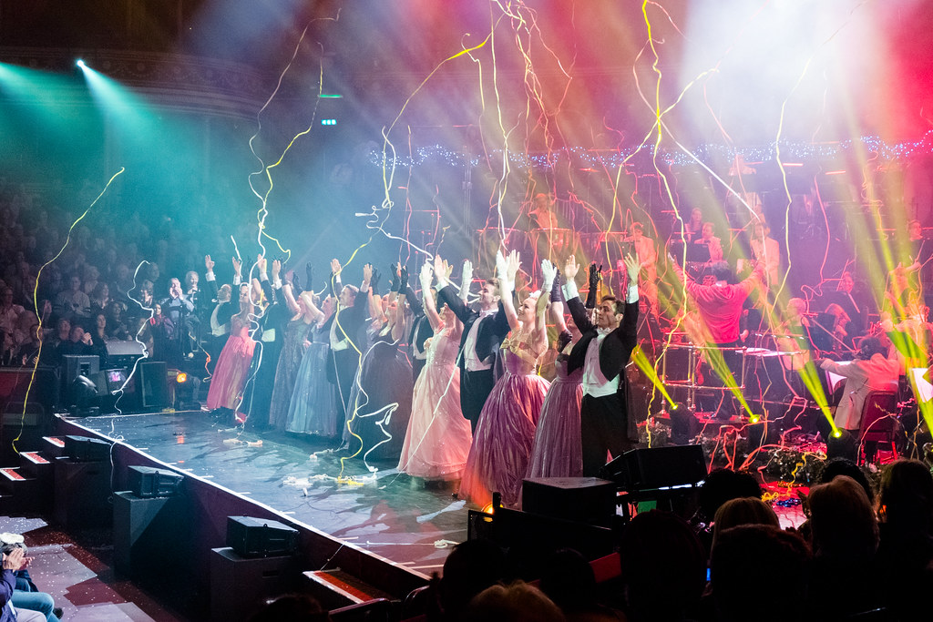 Christmas Spectacular @ Royal Albert Hall: Ribbon fest