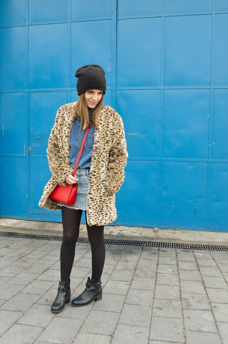 lara-vazquez-madlula-blog-fashion-denim-outfit-red-bag