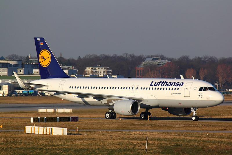 Lufthasa - A320 - D-AXAC (4)