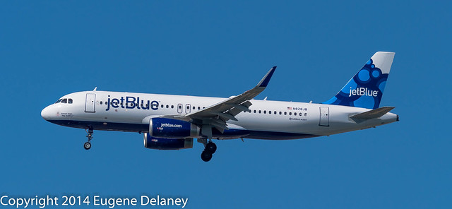 "jetBlue Airways, N828JB, 2013 Airbus A320-232(WL), MSN 5723, ""Simon says, ""Fly jetBlue"""""