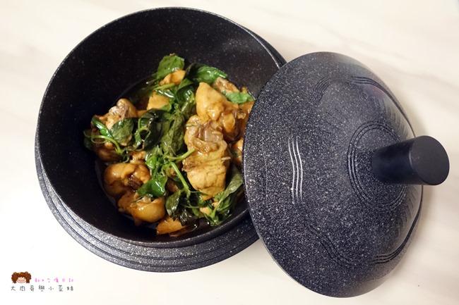 《砂鍋料理.影片》簡單美味三杯雞食譜,油油亮亮好下飯~Kitchen Art 韓式輕量砂鍋 20cm
