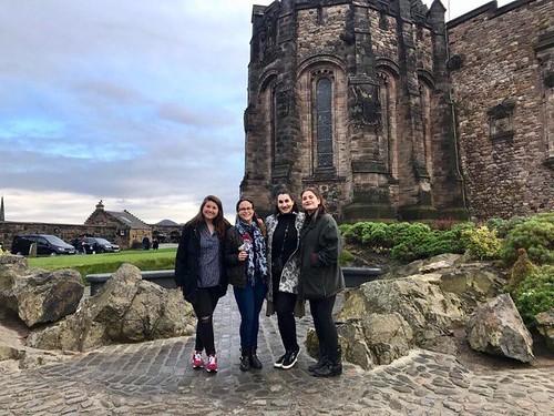 Emily Shlafmitz '18 majoring in English participating on spring 17 London English study group London Study Group members at Edinburgh Castle