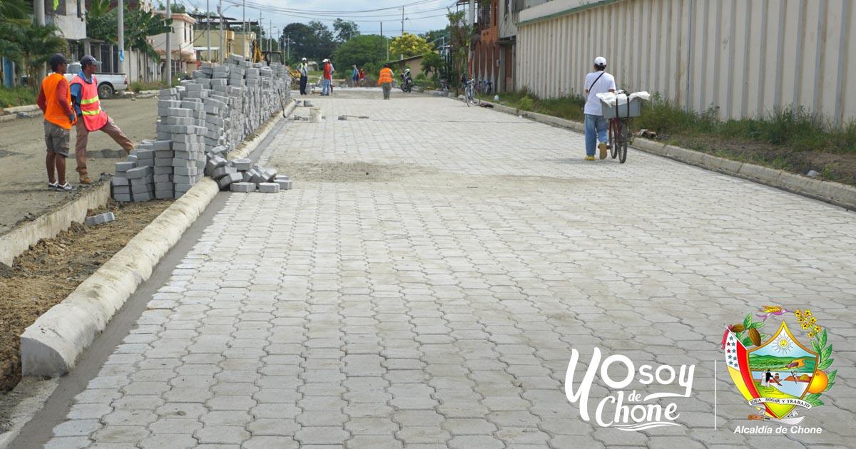 Continúan los trabajos del adoquinado en Av. Rafael Correa Delgado