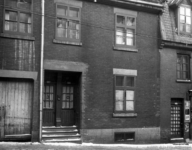 Maison de jeu au 1085-1087 Avenue de l'Hôtel de Ville, années 1940. P43-3-2_V03_E0104-001
