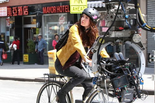 megan_fox_megan_fox_on_the_set_of_tmnt_in_manhattan_full_size_pictures_gotceleb_iLJRn9cw.sized[1]